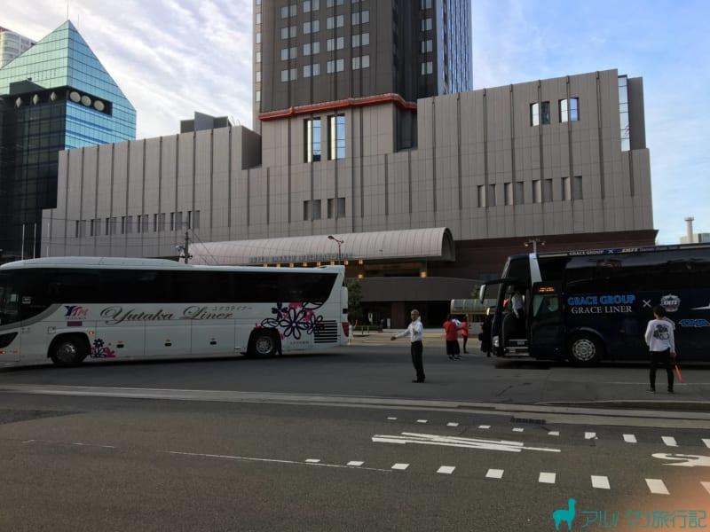 梅田芸術劇場の高いビルが奥に見える