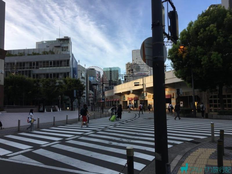 観覧車が見えてくるのが梅田駅方面