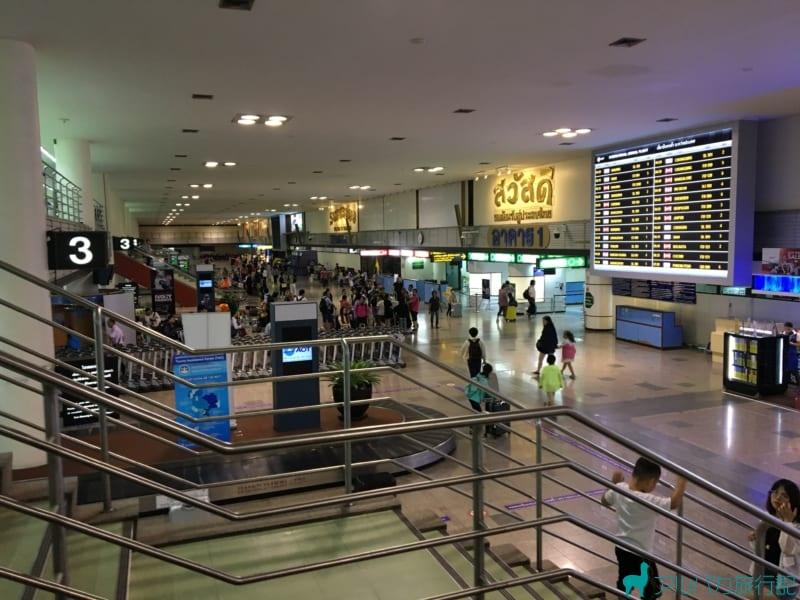 ドンムアン空港の出口方面。