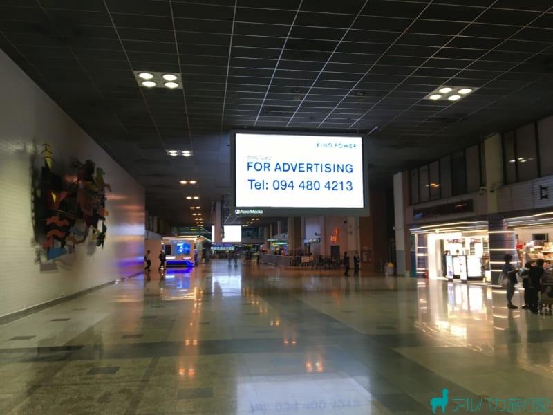 ドンムアン空港の税関を通り抜けた後の光景