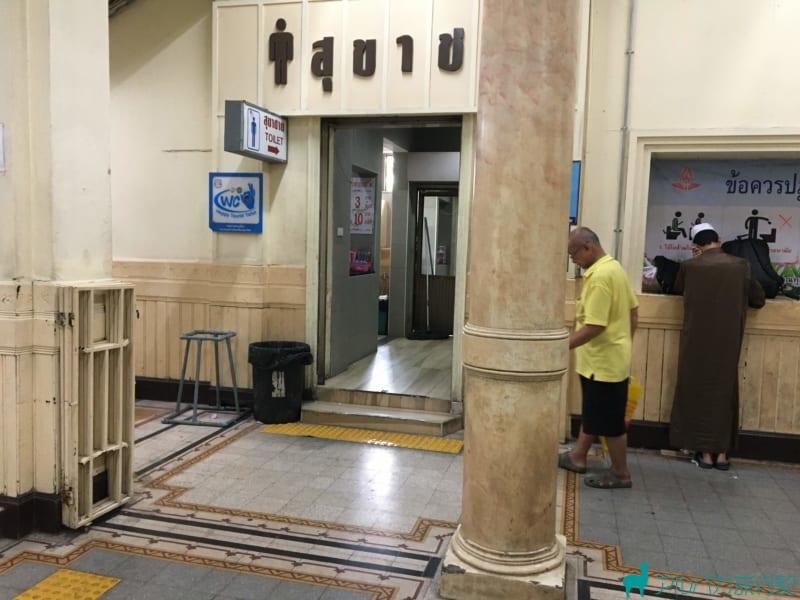 ファランポーン駅のトイレとシャワールーム。