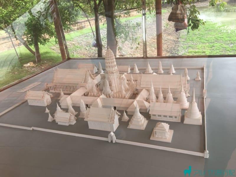 ワット・プラ・ラームの模型が展示されている