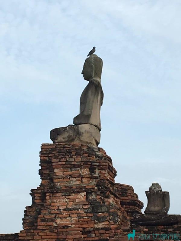 頭の部分だけ修復された仏像