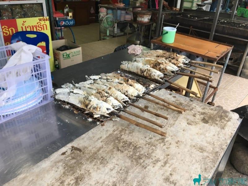 エビセンターの名物のひとつ,魚の塩釜焼