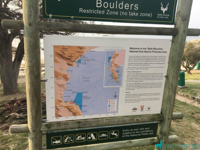 看板のボルダーズビーチの説明を読んだり