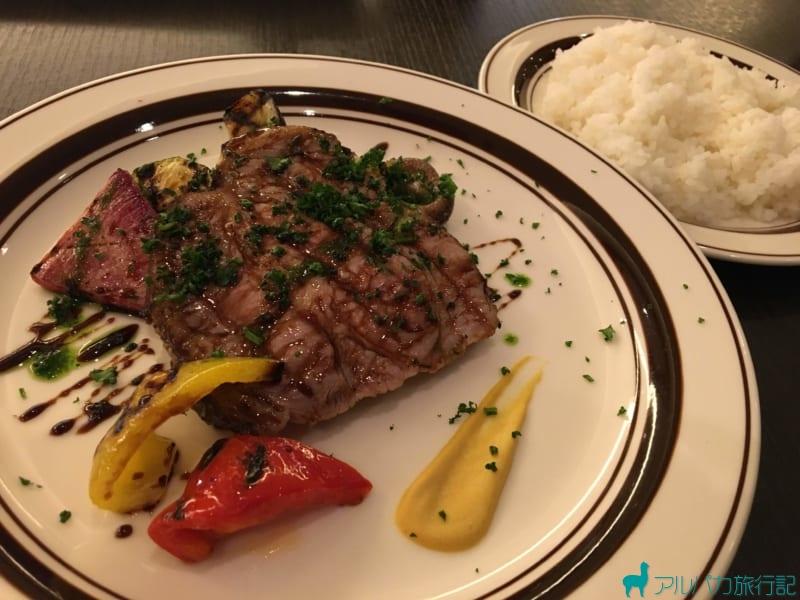 レストラン客座のメインの肉料理